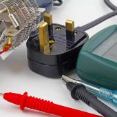 what is the difference between a oscilloscope and digital multimeter